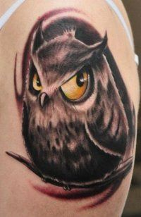 Νεοσσών με τατουάζ γνωριμιών site